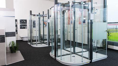 Verschiedene Duschkabinen in unserer Ausstellung