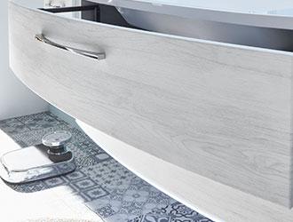 Badmöbel Oberfläche Weiß Holzoptik